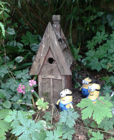 Crochet minions and house