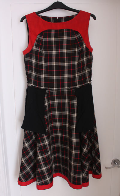 Neck pleat dress insides